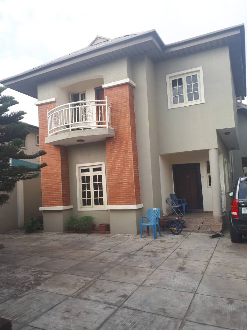 5 Bedroom Duplex Well Suited For Sale @ Lekki Phase 1 ₦11M